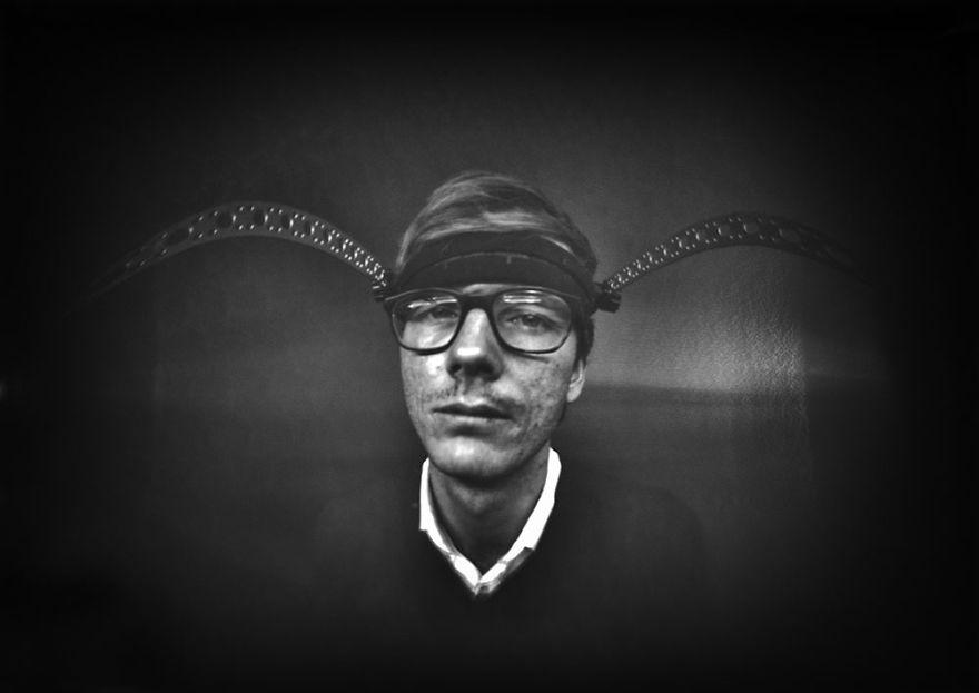 iPhotoChannel_Ignas-Kutavicius_pinhole_camera-escura_selfie_3
