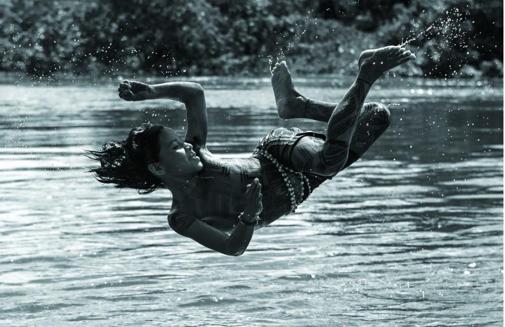 """Foto """"Brincando no Xingu"""", de Alice Kohler, exposta no Brazilian Eyes 2014.   Foto: Alice Kohler/Divulgação"""