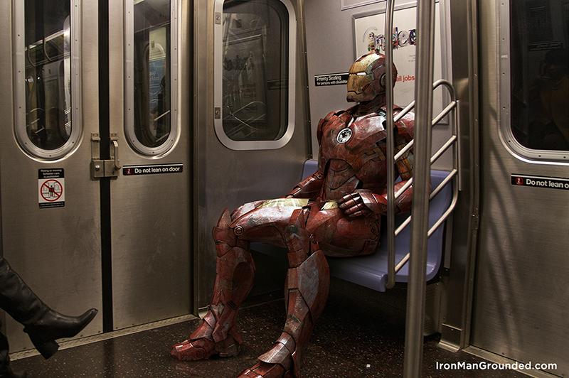 Homem de Ferro pegando metrô, quem diria. | Foto: Raffael Dickreuter
