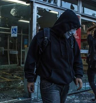 Black Blocs durante protesto no 7 de Setembro em 2013. | Foto: Mauricio Lima/The New York Times/POY Latam 2015