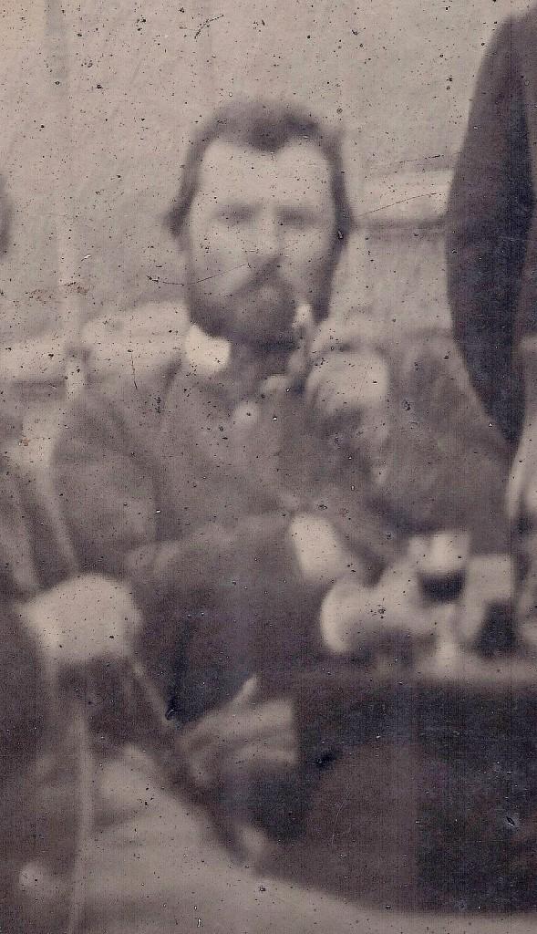 Comparação da fotografia com o quadro do retrato de Van Gogh (abaixo) pintado por John Peter Russell.
