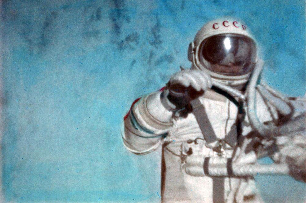 Uma fotografia colorida de Alexei Leonov.