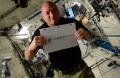 O astronauta Scott Kelly, atualmente na ISS (Estação Espacial Internacional) convida para o concurso no Instagram com a hashtag #whyspacematters