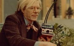 Livro mostra coleção de Polaroids de Andy Warhol