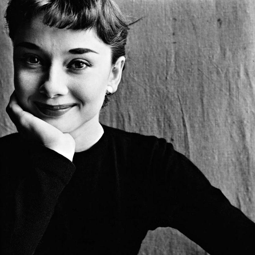 Exposição faz trajeto fotográfico pela vida de Audrey Hepburn