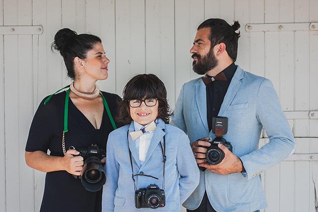 A família com suas respectivas câmeras, em tour registrando casamentos nos EUA
