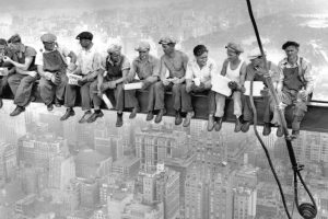 """Lunch atop a Skyscraper"", atribuida a Charles C. Ebbets"
