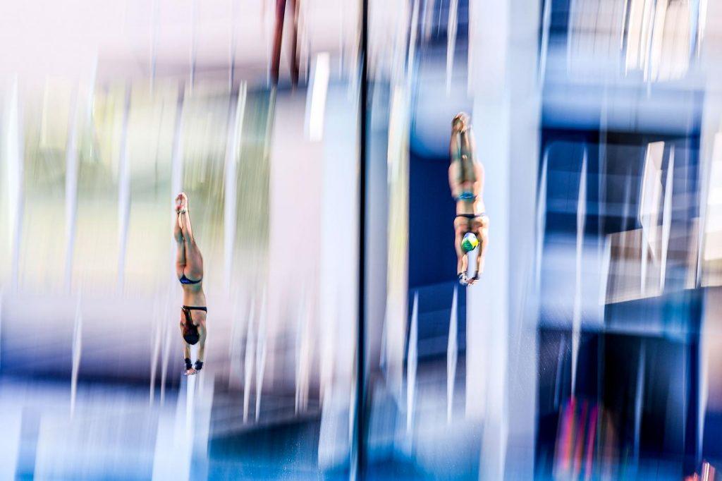 Giovanna Pedroso (esquerda) e Ingrid de Oliveira, do Brasil, na prova feminina da plataforma de 10m | Foto: David Ramos/Getty Images