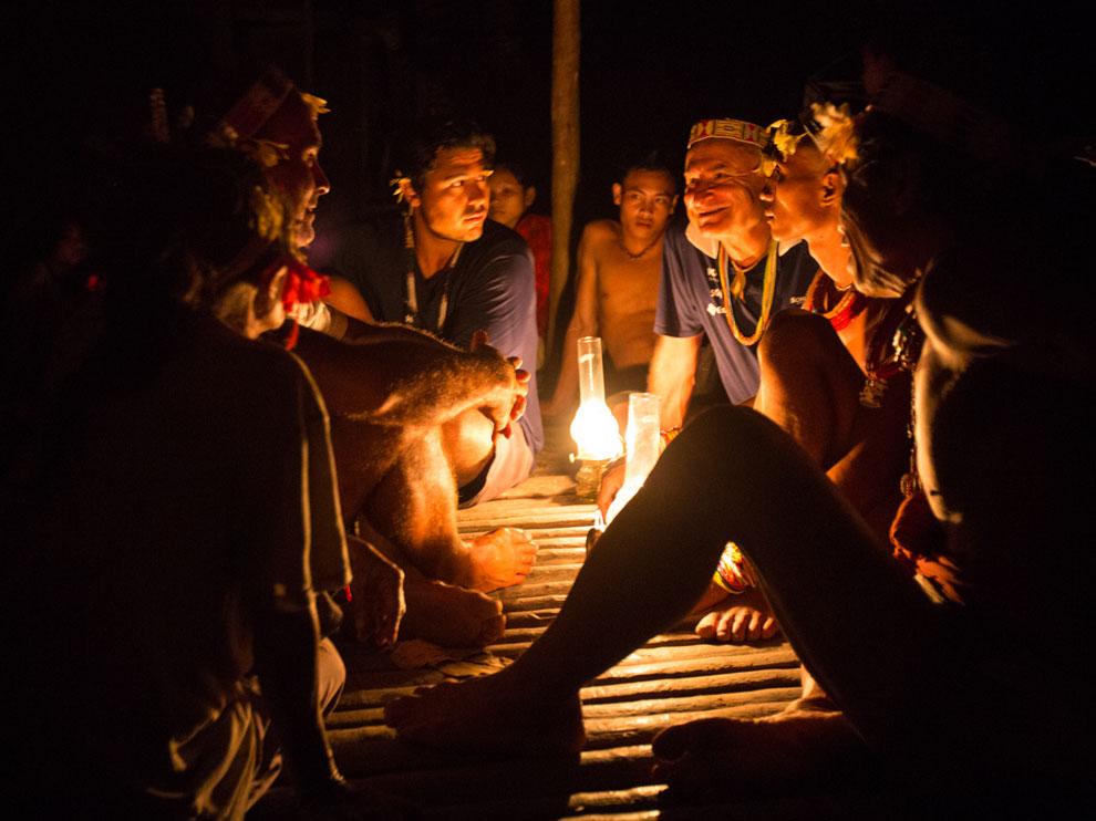 Encontro com tribo em Mentawai, Indonesia   Foto: Klaus Schlickmann
