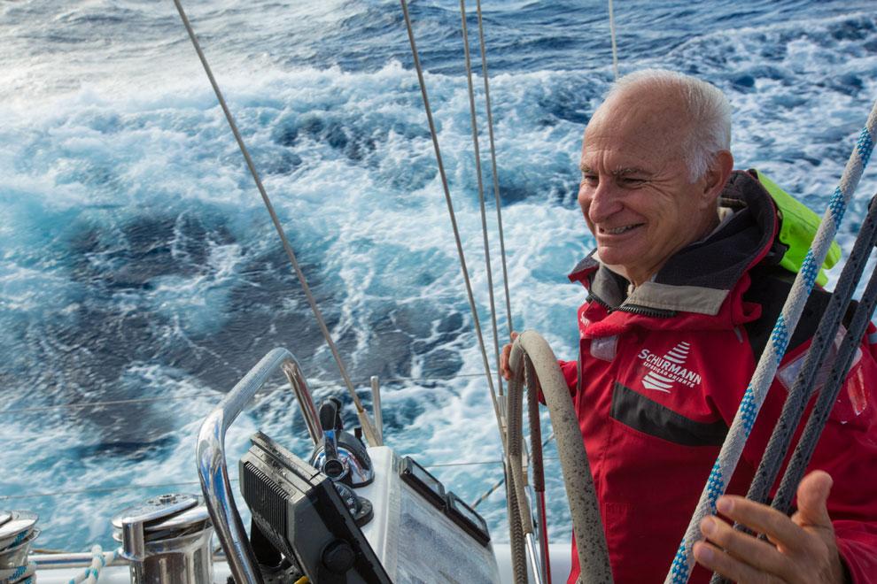 O Capitão Vilfredo Schurmann nas águas do Oceano Índico | Foto: Klaus Schlickmann