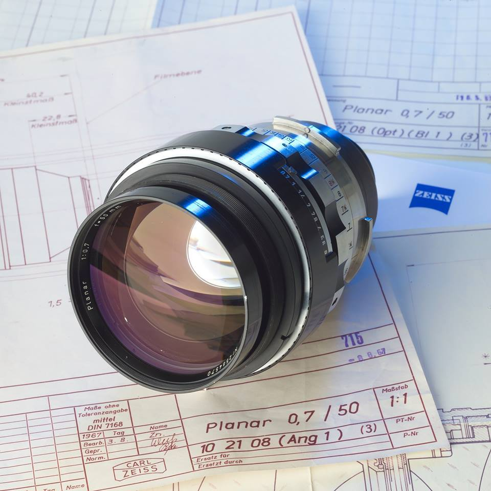 iphoto-Zeiss-Planar-50mm-f0.7-lens