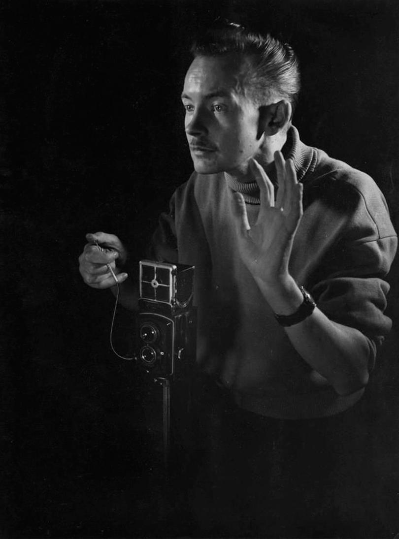 René Maltête com sua câmera Semflex 6×6.